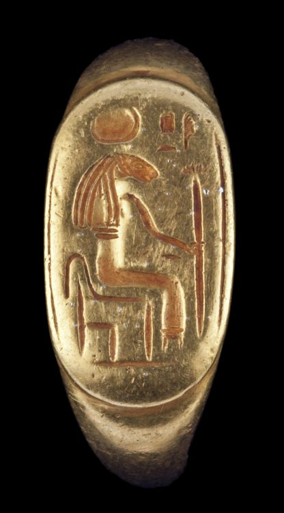 Ring of Sekhmet, New Kingdom, ca. 1539 – 1077 BCE, gold, 2.2 x 2.2 x 0.8 cm. Mrs. Kingsmill Marrs Collection, 1926.97 Photo: Worcester Art Museum.